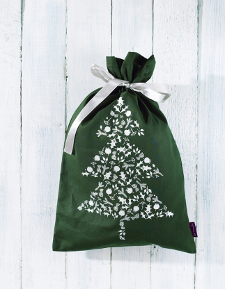 karácsony, advent, ajándék, ajándékzsák, csomagoló, csoamgolópapír, karácsonyi csomagolás, ajándékzsák, ajándékanyunak, ajándék lányoknak, csomagolásmentes, papírmentes, zerowaste, hulladékmentes karácsony, környezetbarát, újrahasználható, jézuska, mikulás, mikulászsák, ezüst, csillogó, ragyogás, textil, zöld, bordó, pamut, fényes, karácsonyfa, fenyő